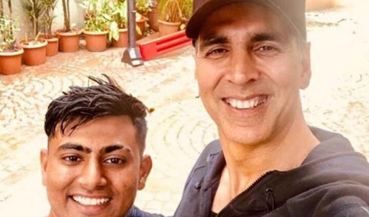 Fan reist 900 km te voet om Bollywood acteur Akshay Kumar te ontmoeten