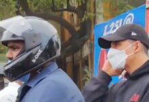 Akshay Kumar maakt motortocht in Mumbai