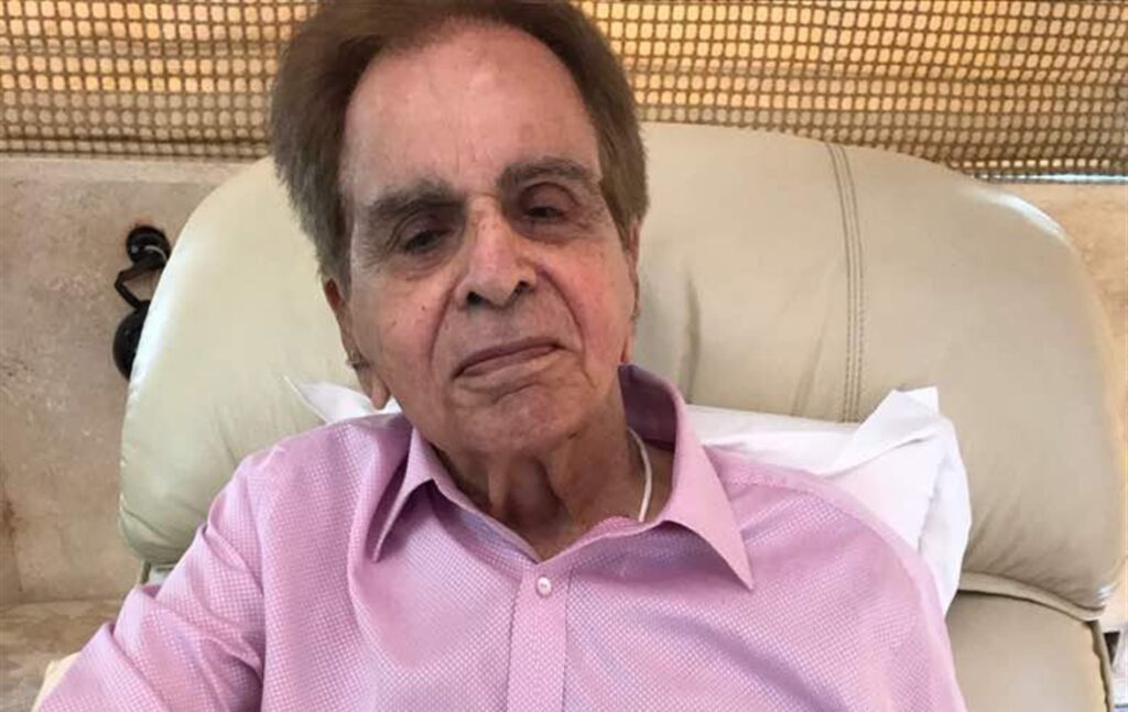 Bollywood acteur Dilip Kumar niet op de hoogte van overlijden broers