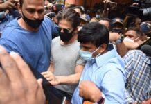 Bollywood acteur Shah Rukh Khan bezoekt zoon Aryan in gevangenis