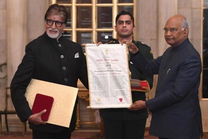 Bollywood acteur Amitabh Bachchan geëerd met Dadasaheb Phalke Award