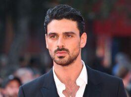 Italiaanse acteur Michele Morrone benaderd voor Bollywood films