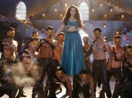 Bekijk de videoclip van het lied Mungda uit de Bollywood film Total Dhamaal