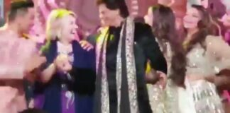 Hillary Clinton en John Kerry dansen met Shahrukh Khan in India